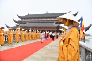 Az Egyház és a Főiskola delegációja a magyarországi vietnami buddhista közösség képviselőivel részt vett a Ha Nam tartományban megrendezett ENSZ Vészák ünnepségen.