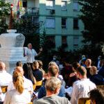 Az 1991-ben az egyház által alapított buddhista felsőoktatási intézmény 30. évnyitójára, a járványhelyzetre való tekintettel – valamint a jó időnek is köszönhetően – a tavaly átadott sztúpa- kertben került sor.
